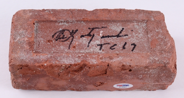 Authentic Brick from Fenway Park Signed by Carl Yastrzemski | Source: pristineauction.com